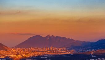 Decomisan marihuana y armas durante cateo en Monterrey