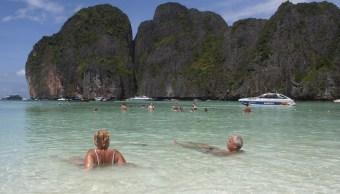 Tailandia cierra la playa famosa por película de Di Caprio