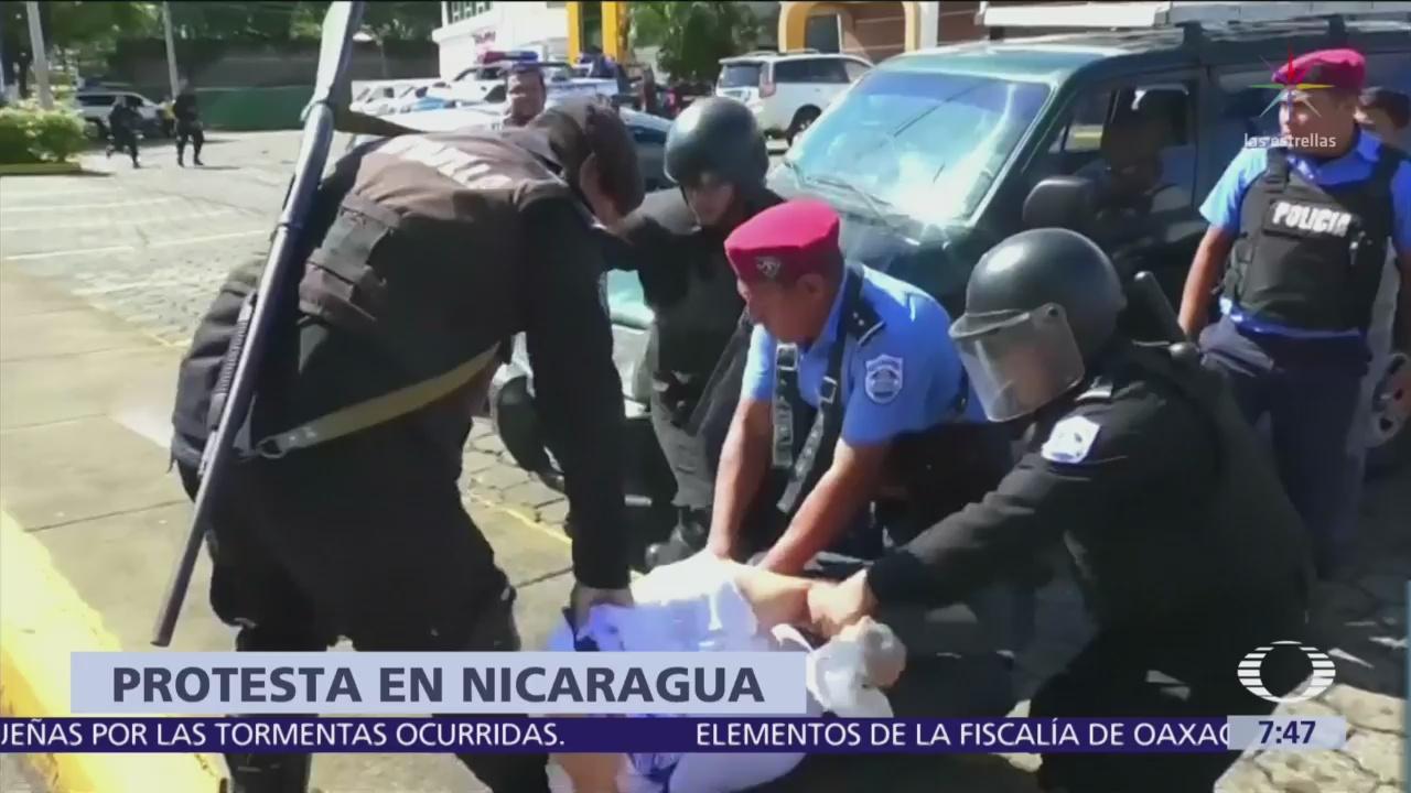 Policía de Nicaragua reprime protesta contra gobierno de Daniel Ortega