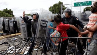 Policía Federal logra contener a caravana migrante. (AP)