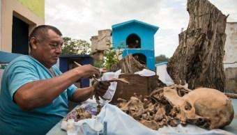 Pomuch, Campeche, limpia los huesos de sus difuntos