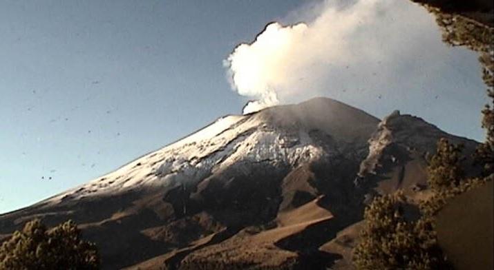 Popocatépetl emite una explosión y genera columna