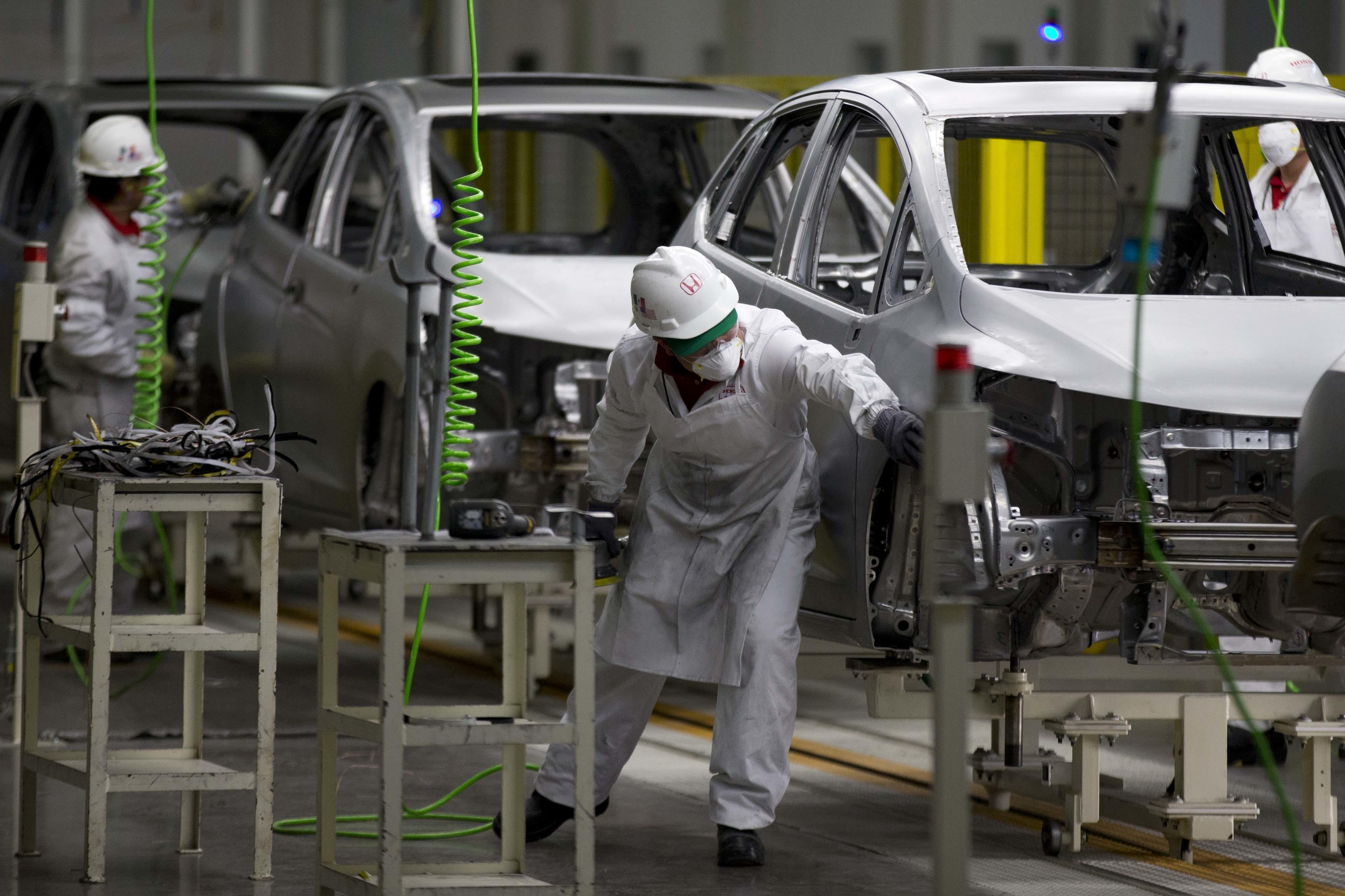 La producción de autos en México cae, pero las exportaciones suben