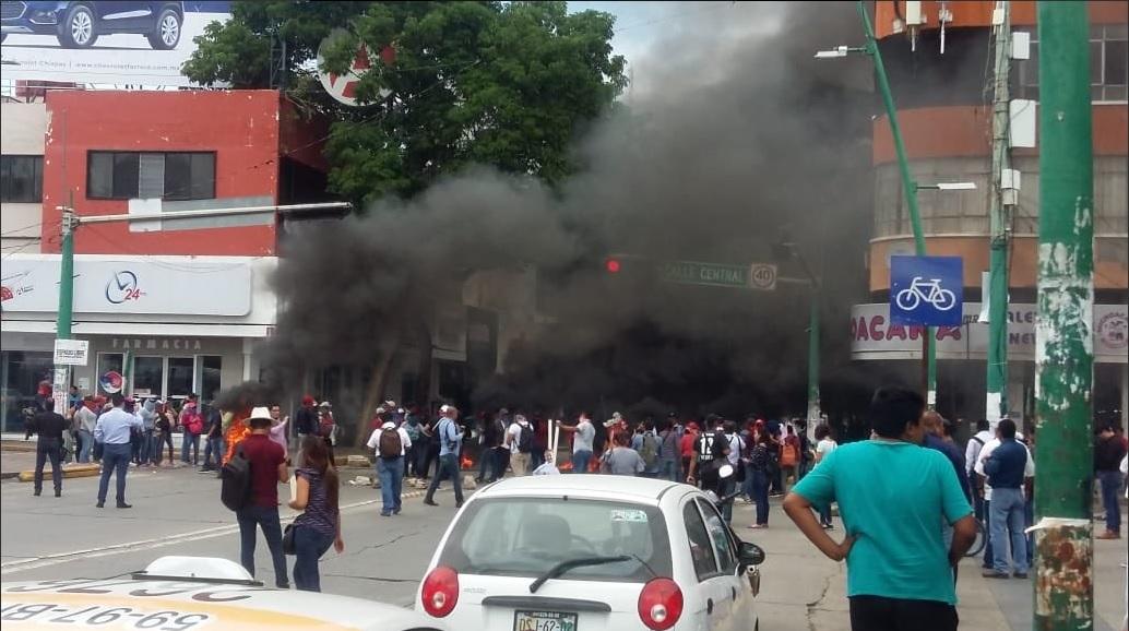 Maestros protestan en Chiapas; exigen asignación de plazas