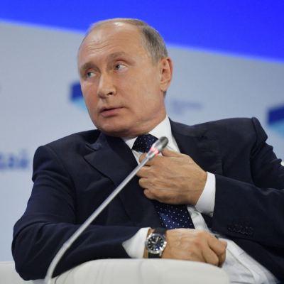 Putin reafirma plan para 'desdolarizar' a Rusia