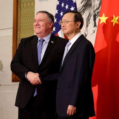 Relación China-EU en etapa crítica, fortalecerán comunicación: Pompeo y Wang Yi