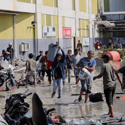 Se registran saqueos tras sismos y tsunami en Indonesia