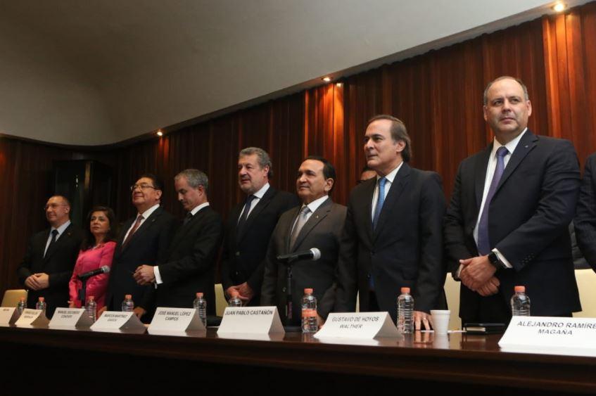 Empresarios y directores del sector privado en México se reunieron en las instalaciones de la Concamin para dar su posicionamiento ante la cancelación del NAIM por el gobierno entrante (Twitter/Concamin))