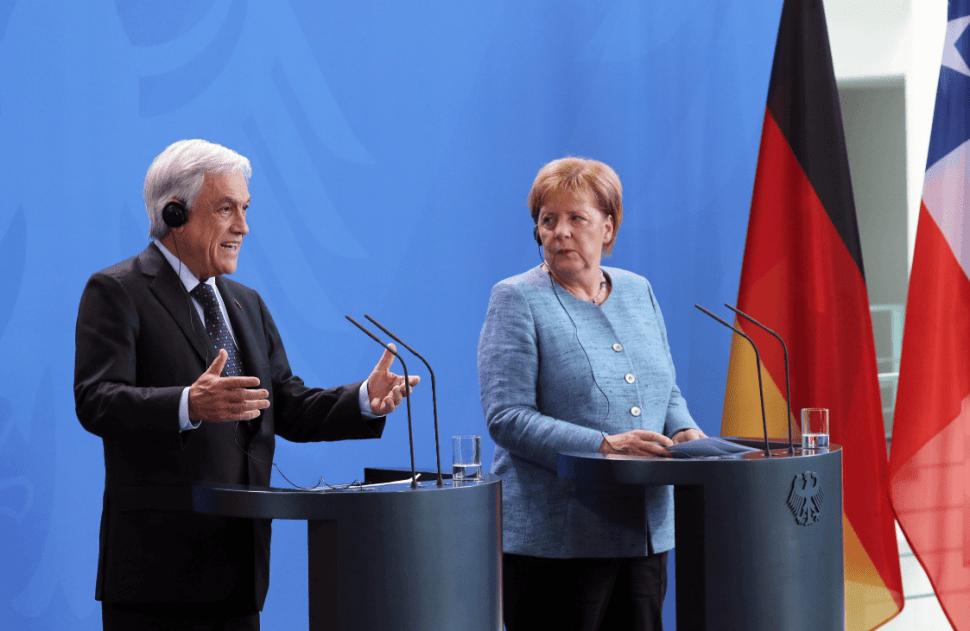 Sebastián Piñera con Angela Merkel en Alemania. (EFE)