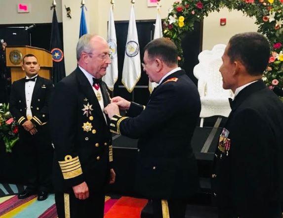 El secretario de Marina recibe condecoración de El Salvador