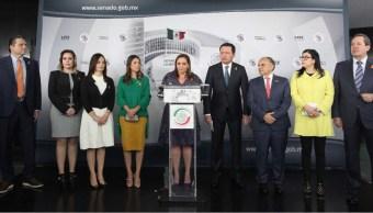 Senadores de oposición exigen legalidad en consulta del nuevo aeropuerto