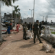 Colocan costales en malecón de Minatitlán contra inundaciones