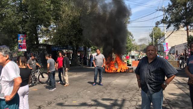 Vecinos de Azcapotzalco golpean a reportero que cubría