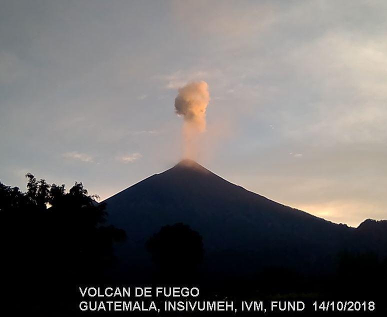 Volcán de Fuego de Guatemala registra explosiones moderadas