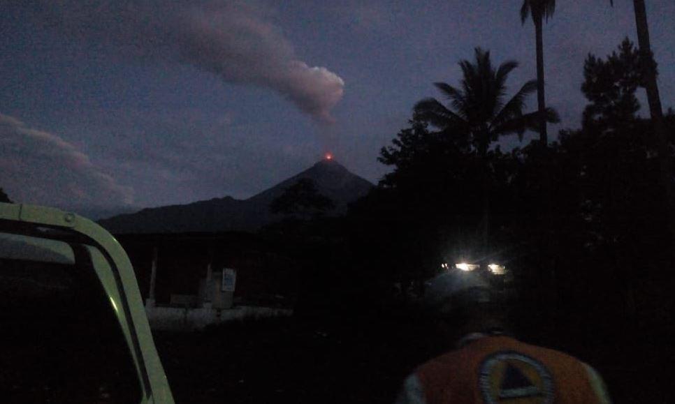 Volcán de Fuego de Guatemala inicia nueva erupción