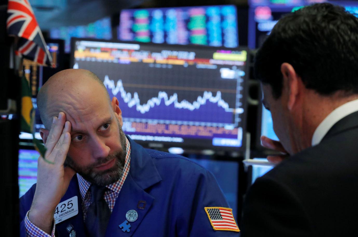 Tiemblan índices de Wall Street