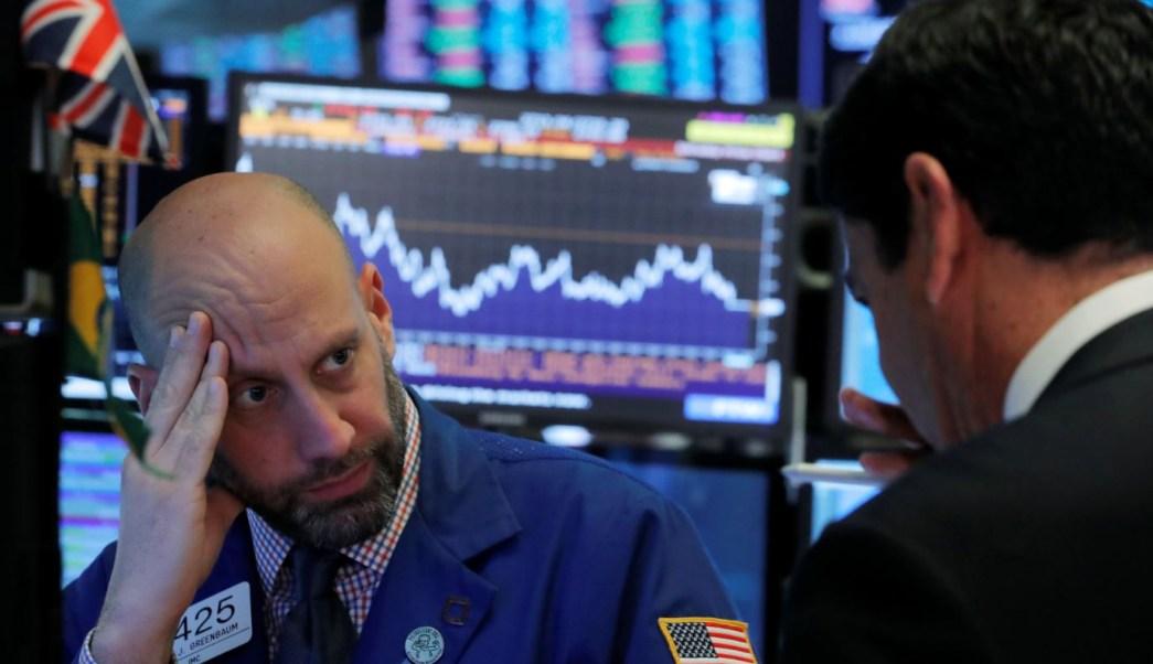 Wall Street opera en rojo, Dow Jones cae 440 puntos