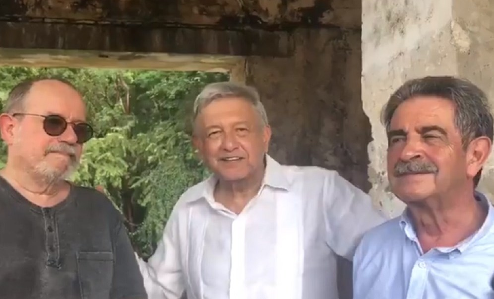 AMLO 'carga pilas' en Palenque con sus amigos, Silvio Rodríguez y el presidente de la Cantabria