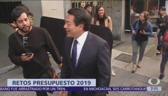 AMLO se reúne con su futuro gabinete presidencial y líderes parlamentarios de Morena