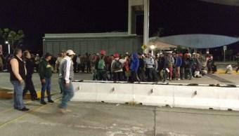 Avanzan miembros de la segunda caravana migrante por Jalisco