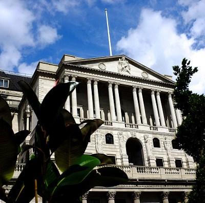 Brexit sin pacto tumbaría la libra y dispararía inflación: Banco de Inglaterra