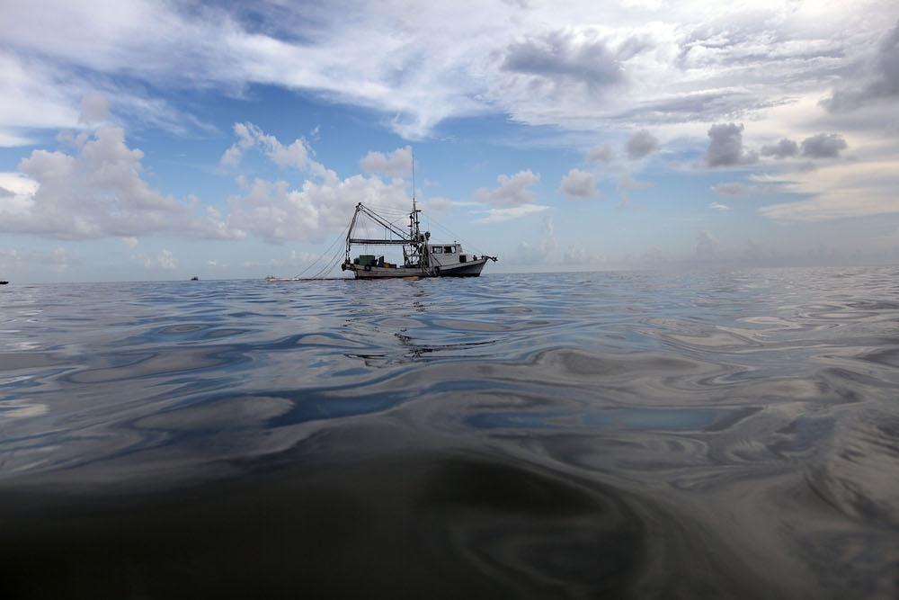 Pescador encontró bebé flotando mar estaba vivo