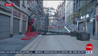Cae estructura metálica en calles del Centro Histórico de CDMX