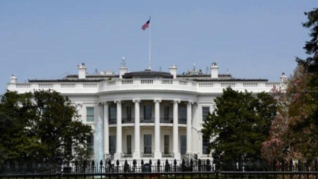 Casa Blanca defiende facultad de negar entrada a periodistas