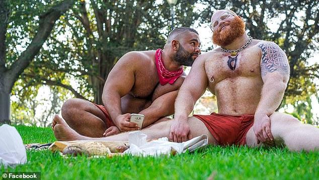 Chapman junto a su 'Amo', Dylan Hafertepen, quien lo obligaba a hacerse modificaciones corporales riesgosas en una relación consensual (Facebook)