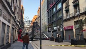 Dos heridos deja caída de estructura metálica en calle Madero