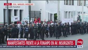 Manifestantes bloquean la FONAHPO en avenida Insurgentes, CDMX