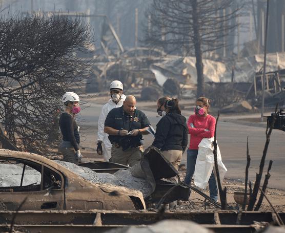 California busca 1,276 desaparecidos por incendio forestal