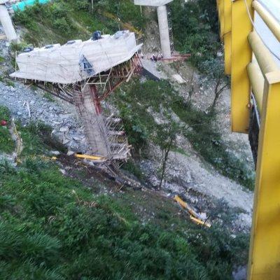 Colapso de puente deja 5 muertos y varios heridos en Colombia