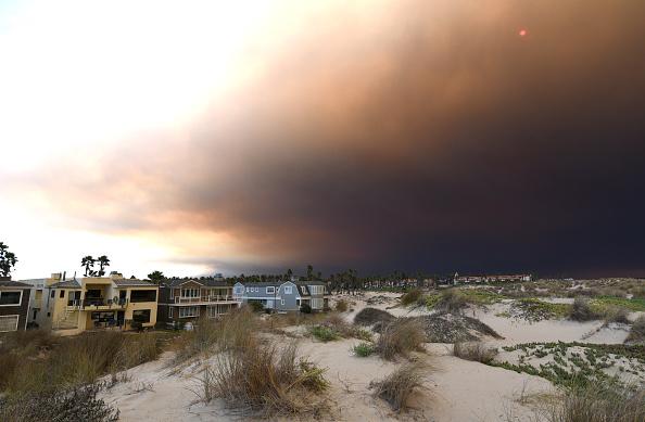 Suman nueve muertos por incendios forestales en California