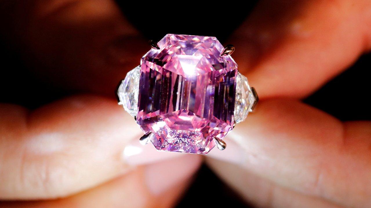 Diamante rosado es subastado por más de 50 mdd