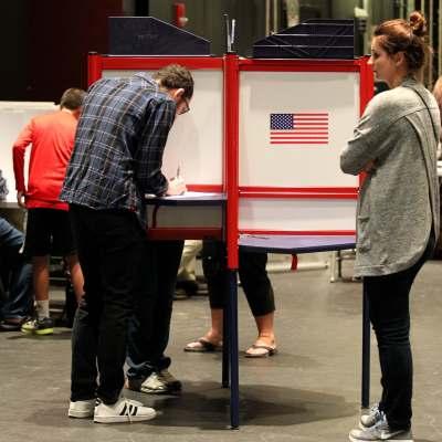 Más de la mitad de colegios electorales cierran en Estados Unidos