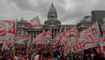 Fuera G20, claman cientos frente al Congreso de Argentina
