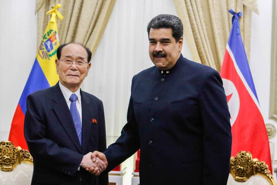 Maduro se reúne en Venezuela con Kim Yong Nam