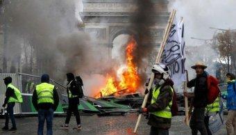 Macron descarta renunciar a alza en combustibles
