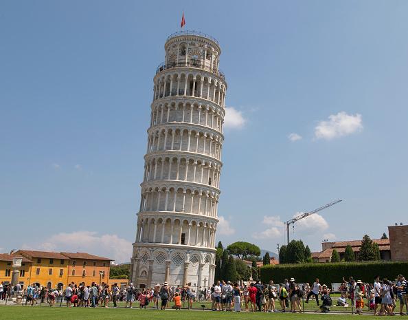Reducen inclinación de la Torre de Pisa