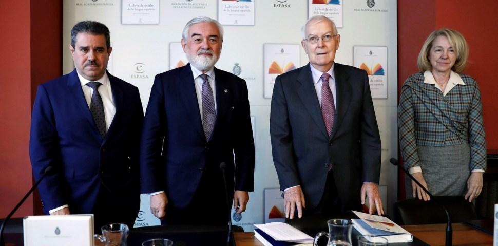 Francisco Javier Pérez, Darío Villanueva, Víctor García de la Concha y Ana Rosa Semprún, durante la presentación del Libro de Estilo de la Lengua Española, en Madrid (EFE)