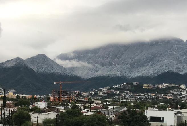 Monterrey registra helada, en Chipinque cae la primera nevada