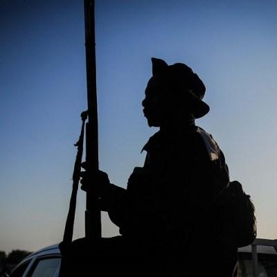 Hombres armados secuestran a 78 estudiantes en Camerún