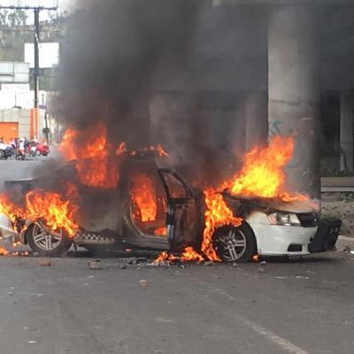 Vecinos de San Juan Ixhuatepec regresan mercancía saqueada por encapuchados