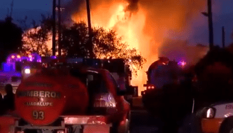 Explosión de tanques de combustible provoca desalojos en Nuevo León