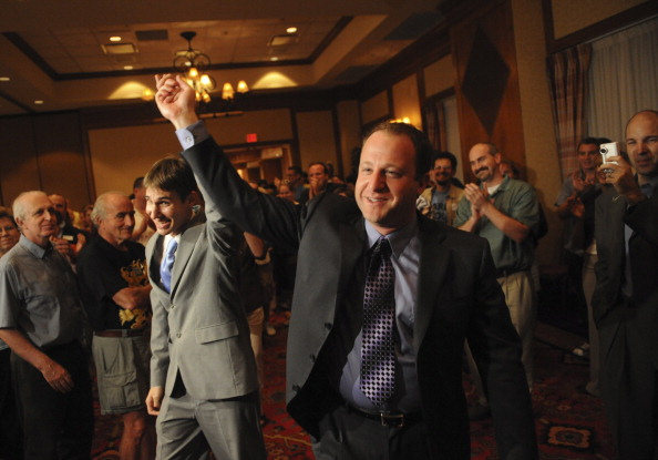 Debaten en Colorado sobre pareja homosexual del gobernador