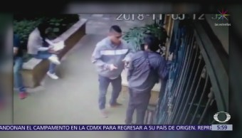 Ladrón roba a joven afuera de su casa en la colonia Roma, CDMX