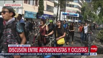Discusión entre automovilistas y ciclistas en Ciudad de México