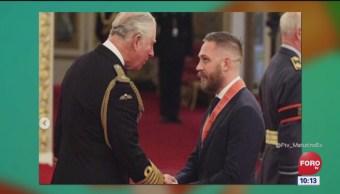 #LoEspectaculardeME: Tom Hardy recibe condecoración en Buckingham