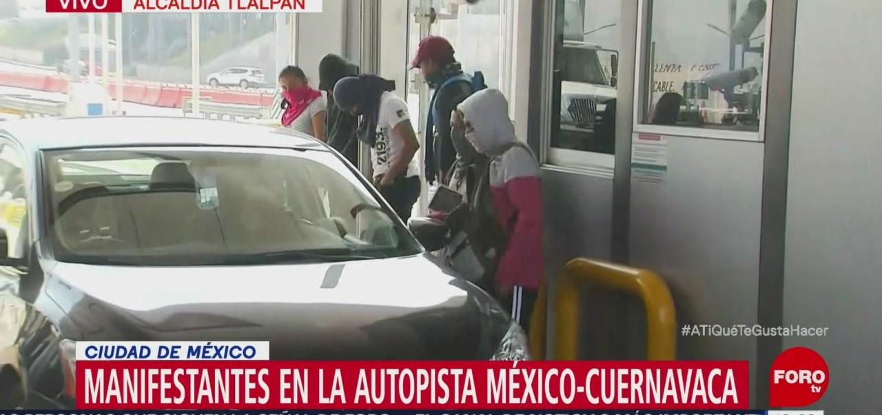 Manifestantes Colocan Pancartas En La Caseta Autopista México-Cuernavaca, Manifestantes, Kilómetro 24 Piden Una Cuota De 50 Pesos
